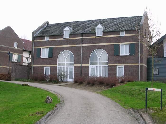 Akkerroos 323 (linker huis)